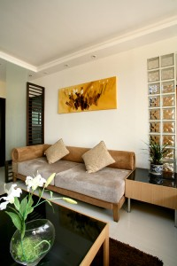 欧式简约风格的家具让空间时尚中不失贵族的典雅